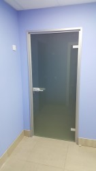 Синэво, Минск, Стеклянная дверь